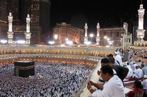 Los peregrinos rezan en la Gran Mezquita durante el mes musulmán del Ramadán, en la ciudad santa de La Meca (Arabia Saudí).
