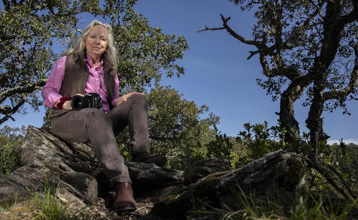 Entrevista con Michele Curel, autora de la exposición 'Sentir el alcornocal'.