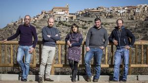Rosa Adela Segura, ganadora de las primarias de Castellfort, junto con (de izquierda a derecha) Enrique Belmont,  Jacobo Castell, Diego Pitarch y Artemio Edo, los otros elegidos