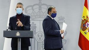 El Gobierno dice que el nuevo lote de vacunas ha llegado esta madrugada. En la foto, Fernando Grande-Marlaska y José Luis Ábalos.
