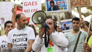 Manifestación de trabajadores afectados por un ERE, frente al Parlament de Catalunya.