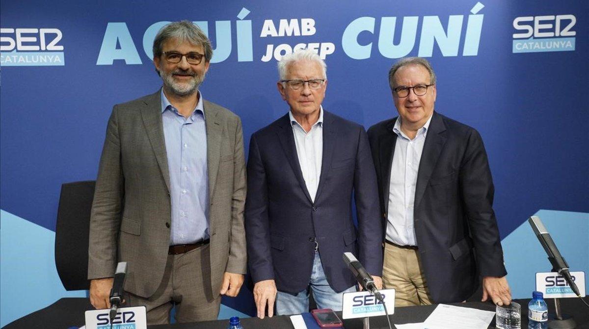 Jaume Serra, director de SER Catalunya; Daniel Gavela, director general de la SER, y Josep Cuní, director y presentador de 'Aquí, amb Josep Cuní', en la presentación del programa.