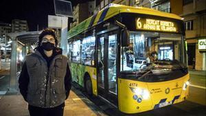 Elisabeth Muñoz, la pasajera de 19 años y sin carnet de conducir que este lunes evitó una tragedia al tomar el control de un autobús urbano en el barrio de Pardinyes, en Lleida.
