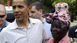 Barack Obama junto a su abuela Sarah.