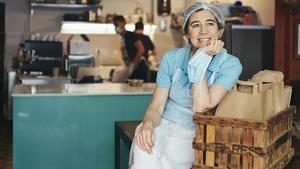 Ada Parellada, propietaria del restaurante Semproniana, en una de las imágenes publicadas en el libro 'Resilients'.
