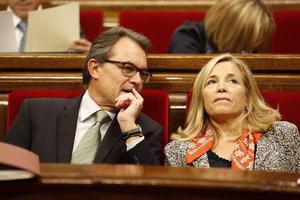 Artur Mas i la vicepresidenta del {Govern}, Joana Ortega, durant el ple del Parlament, aquest dimecres.