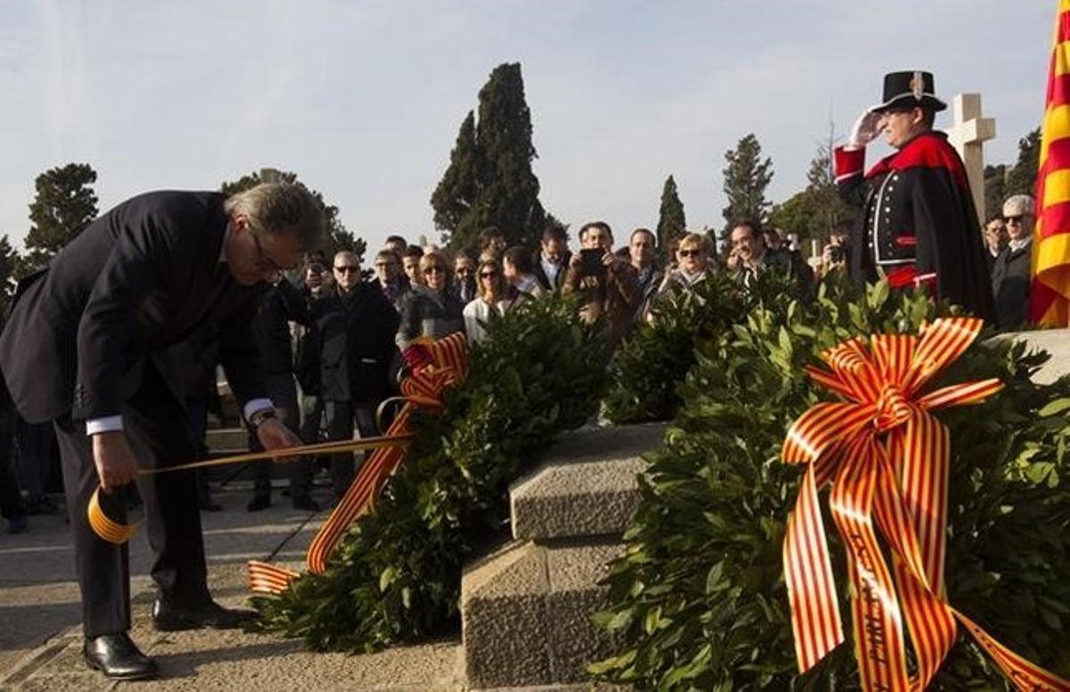Artur Mas, durante la ofrenda floral a Macià en Montjuïc, esta mañana.
