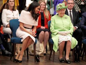 Meghan desliza una confidencia a la reina, cuando aún no se cruzaban puñales en público, en 2018.