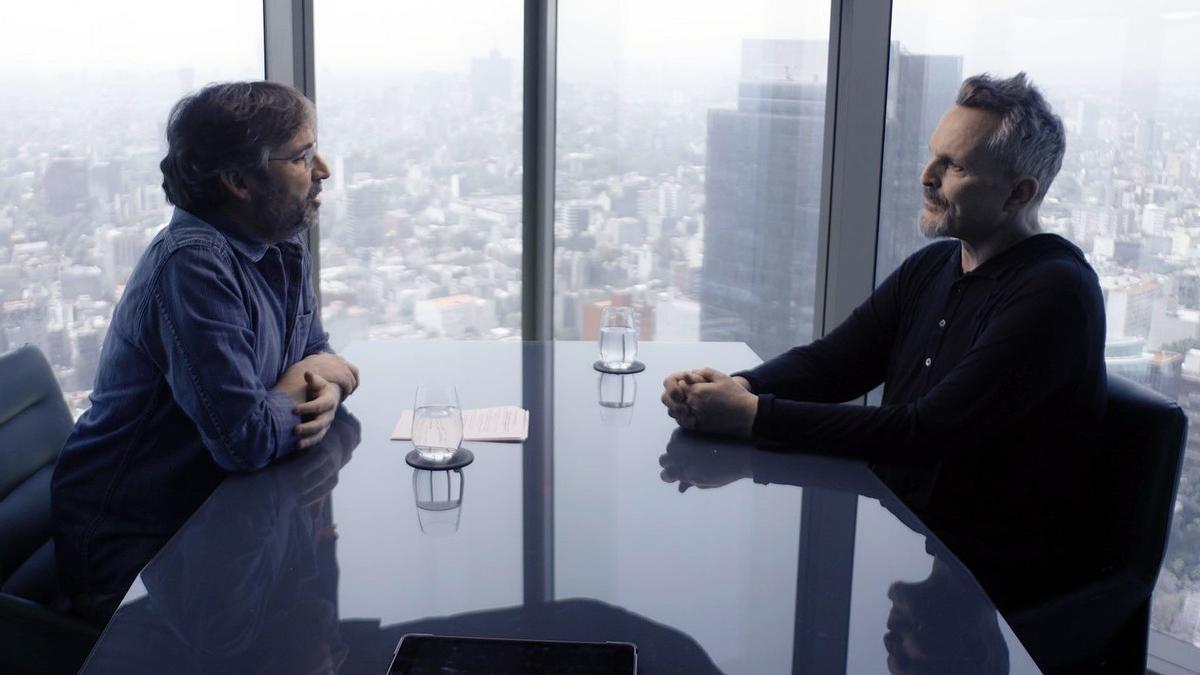 Jordi Évole y Miguel Bosé, en un momento de la entrevista.
