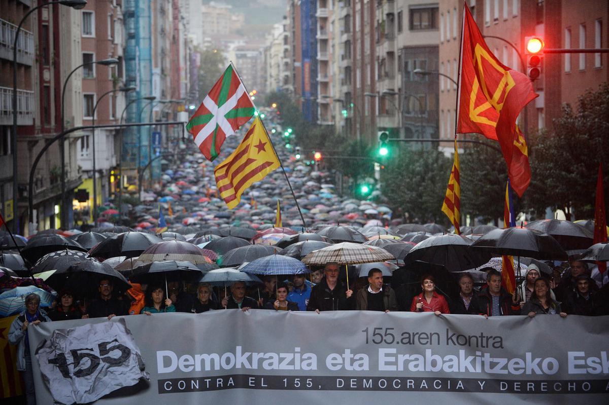 El Parlamento Vasco rechaza la moción de EH Bildu a favor de reconocer la república catalana.