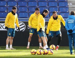 Los jugadores del Espanyol, este sábado, en el último entrenamiento antes de recibir al Madrid.