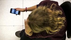 Acoso a una mujera través del móvil.