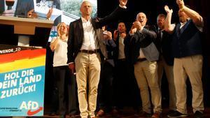 Andreas Kalbitz (C), candidato de Alternativa para Alemania (AfD) en las elecciones celebradas en el país en septiembre de 2019.