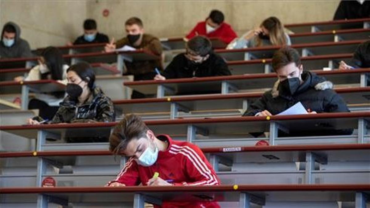 Estudiantes de economía de la Universidad de Murcia (UMU), el 12 de enero durante un examen de marketing.