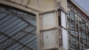 Detalle del mal estado en que se encuentra el edificio del Hivernacle.