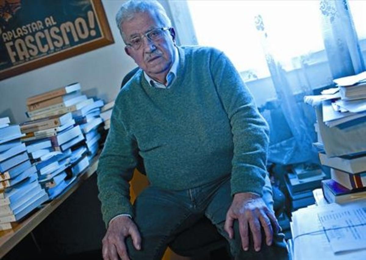 Josep Fontana,en el estudio de su casa, en Barcelona.