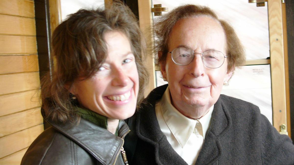 Susan Faludi y su padre Steven Faludi, tras haberse sometido a un cambio de sexo