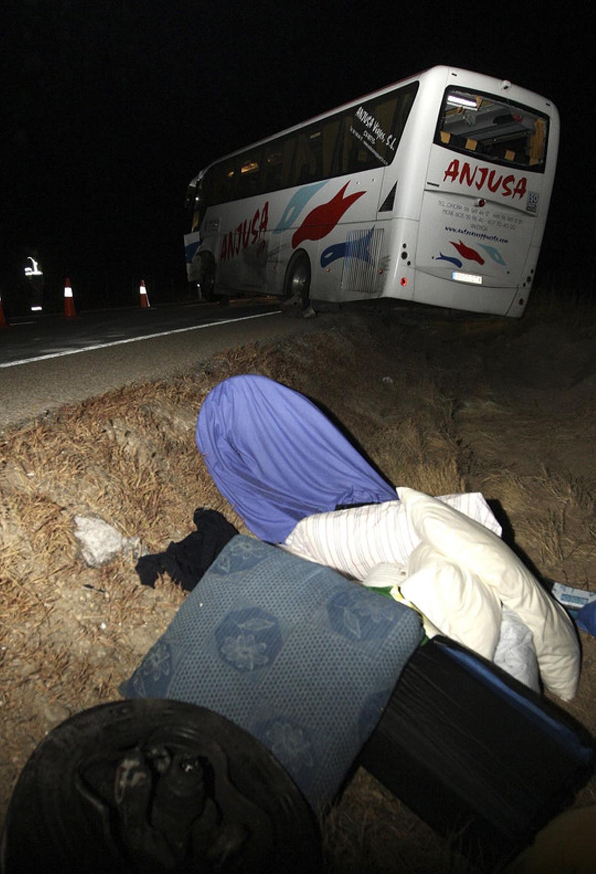 Un hombre ha fallecido al colisionar esta madrugada en la N-234, en Ocenilla (Soria), un turismo y un autobús de una empresa que realizaba el viaje de Burgos a Valencia.