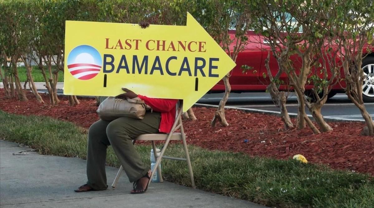 Logo de Obamacare en la puerta de una aseguradora, en Miami, el 10 de enero.