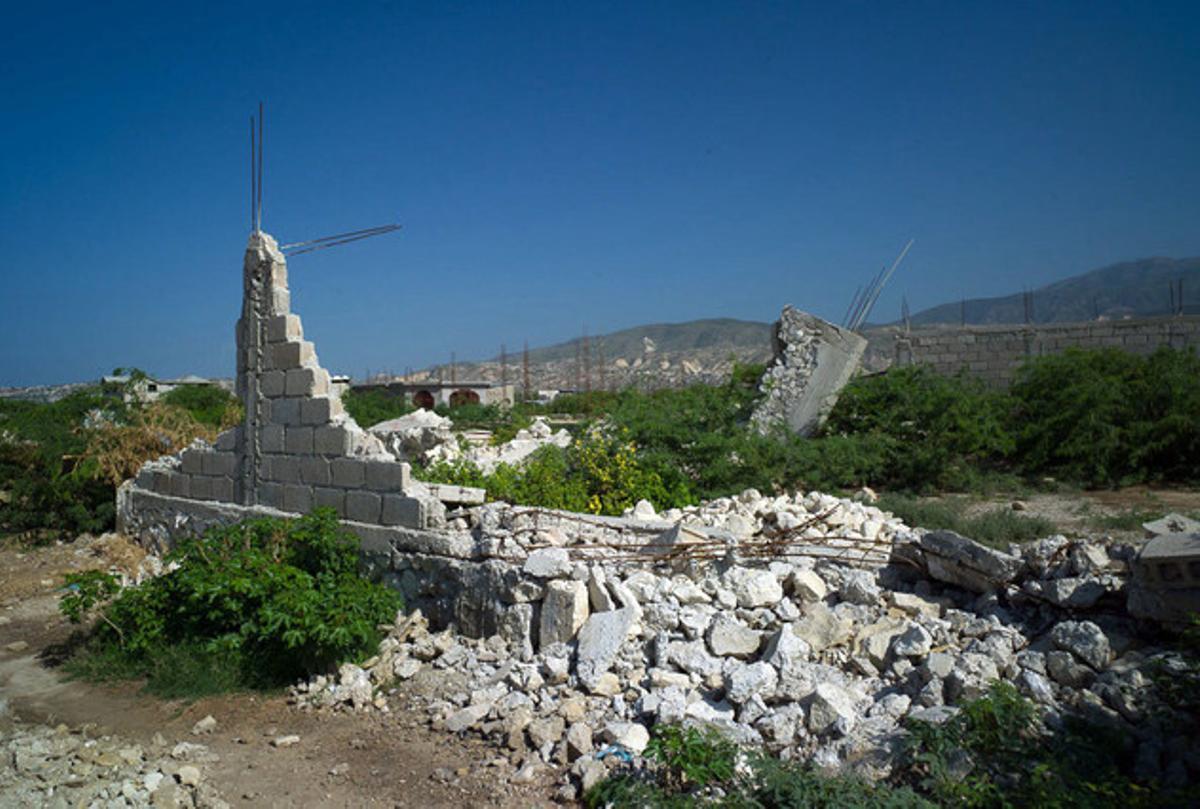 Casa derruida tras el desalojo de una familia en el campo de desplazados de Canaan.