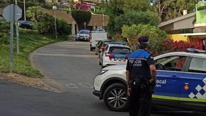 Policía local de Sitges patrulla por Vallpineda.