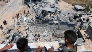 Gaza s'apaga sota les bombes