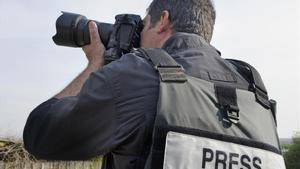 Un fotógrafo de prensa trabajando.