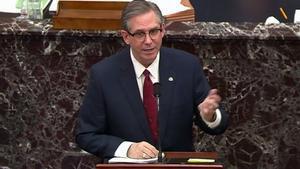 El abogado de Trump Bruce Castor, durante su turno en el juicio político que se sigue en el Senado contra el expresidente.