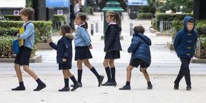 Escolares a la salida de un colegio de València.
