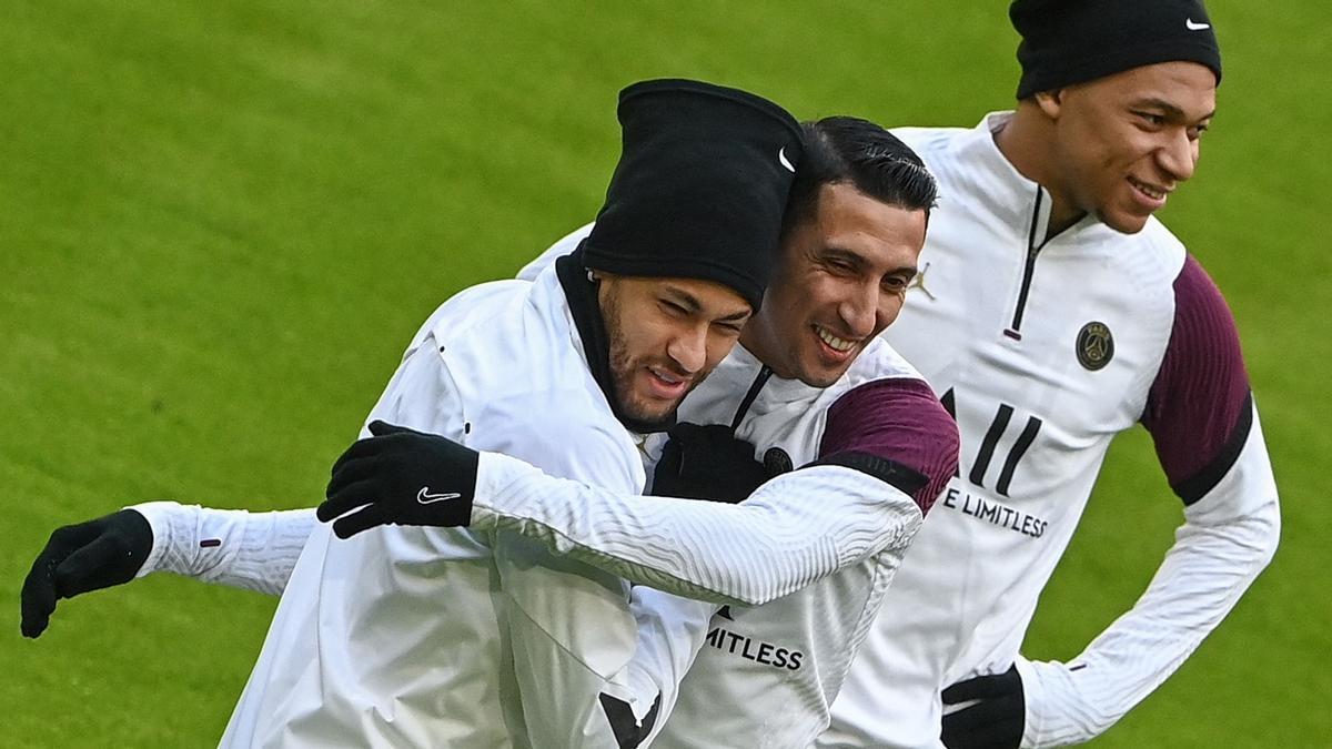 Neymar, Di María y Mbappé en el entrenamiento del PSG de este martes en Múnich.