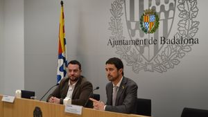 El 'conseller' de Territori i Sostenibilitat, Damià Calvet, junto con el alcalde de Badalona, Álex Pastor.