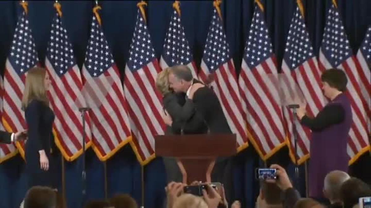 Hillary Clinton apela a la unidad y a dar una oportunidad a Trump