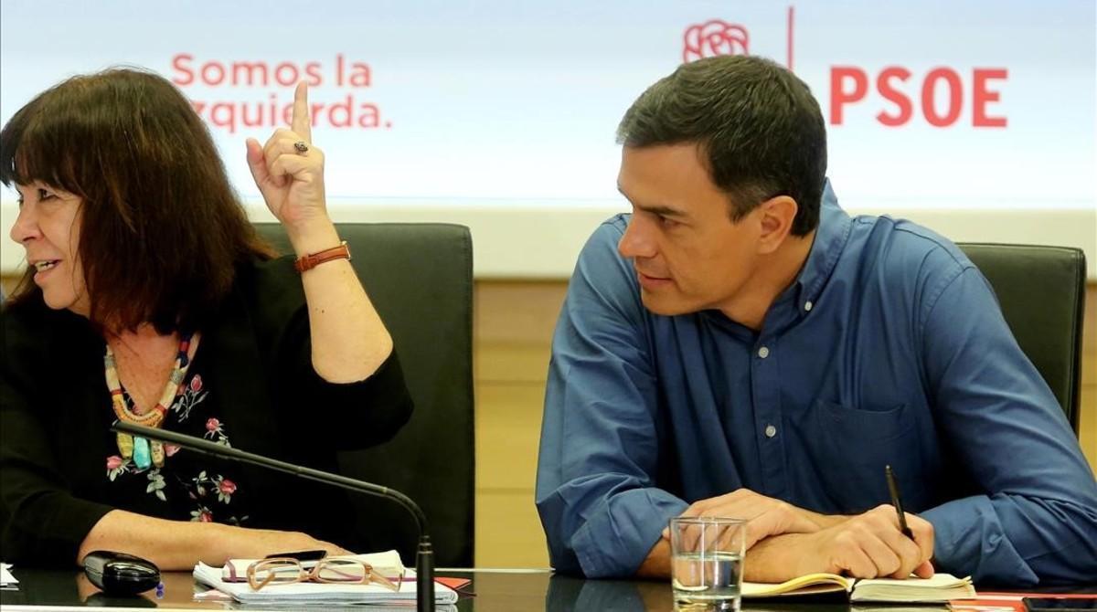 Cristina Narbona y Pedro Sánchez, el pasado 24 de julio en la sede del PSOE.