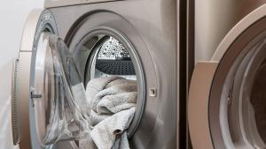 Las ordenanzas prohíben en varias ciudades poner lavadoras cuando sale más barato
