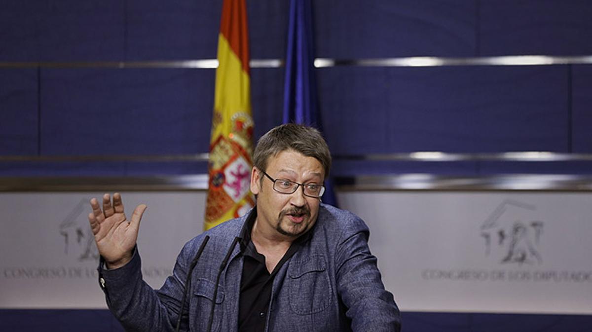 """Comparecencia de Xavier Domènech tras reunirse con el Rey. El político de En Comú Podem ha dicho al PSOE: """"Si quiere hablar en serio estamos aquí, pero basta de bromas""""."""