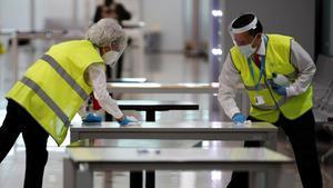 Los aeropuertos españoles, preparados para exigir PCR y hacer test de antígenos.