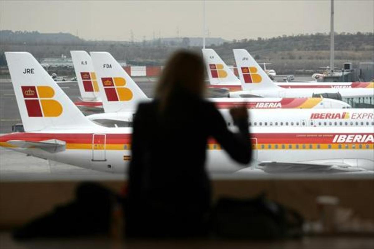 Aviones de Iberia, en el aeropuerto de Madrid.