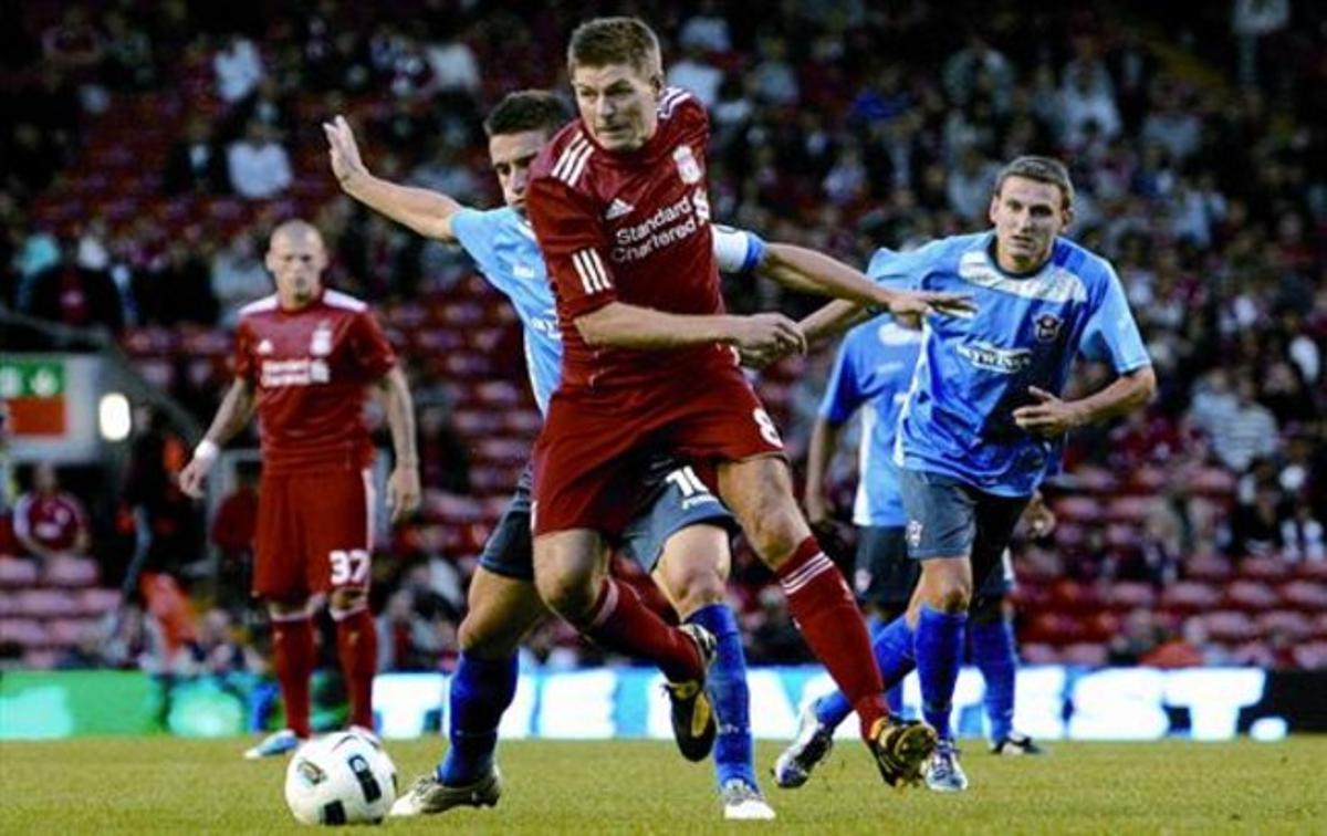 Un pilar 8 Gerrard, uno de los jugadors inamovibles del Liverpool, en el último partido del equipo, en la fase previa de la Champions.