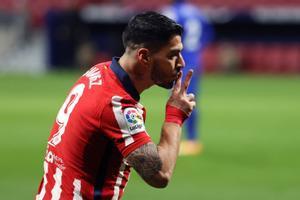 Luis Suárez celebra un gol con el Atlético de Madrid.