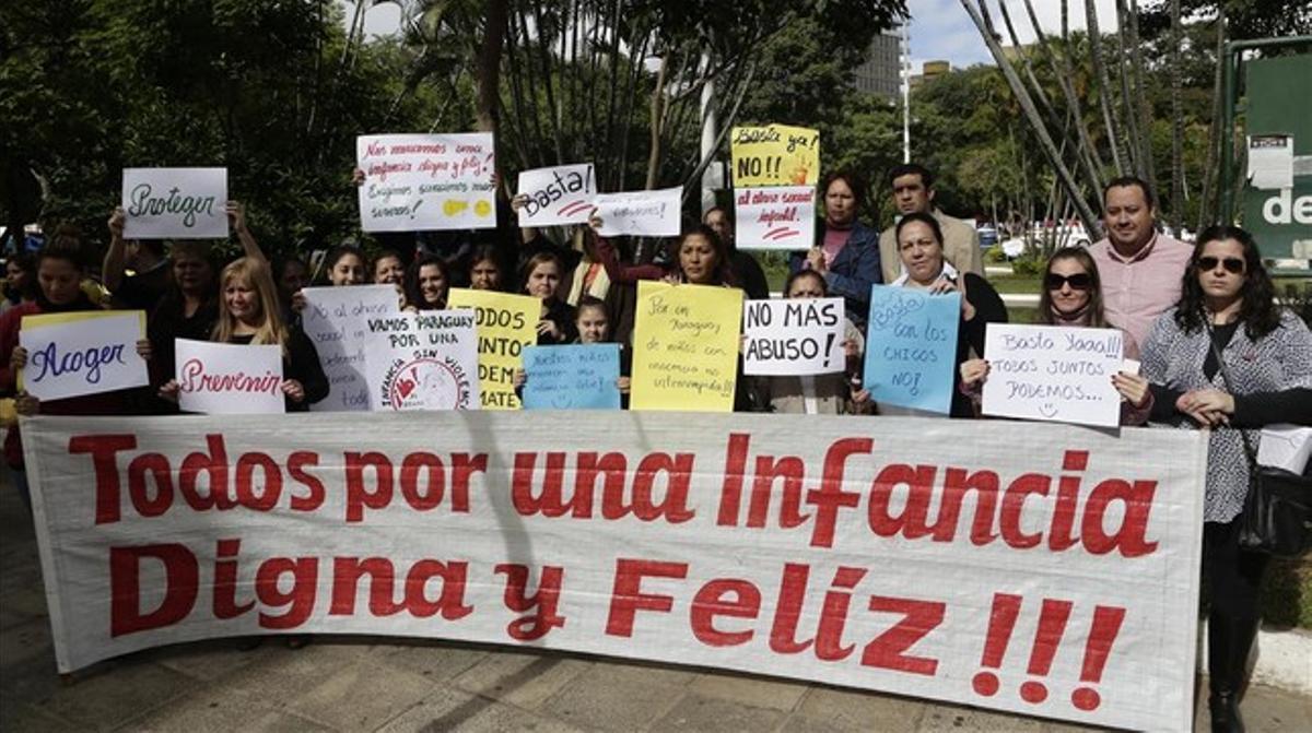Protesta contra los abusos a los menores en Asunción, ayer.