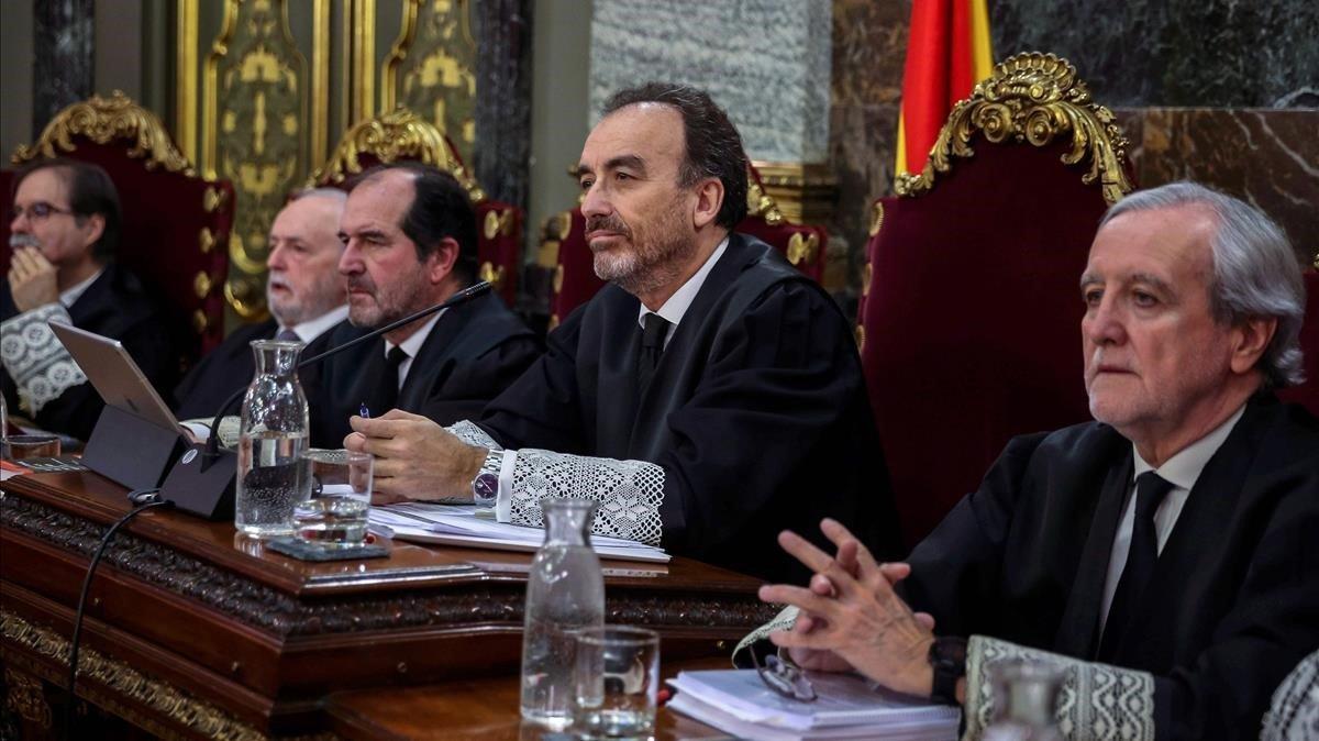 Manuel Marchena, en el centro, figura crucial del juicio a la cúpula independentista.