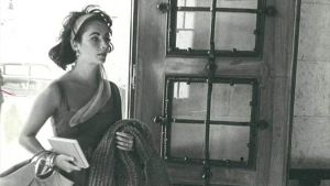 Liz Taylor, a la entrada del Hostal La Gavina, en 1959.