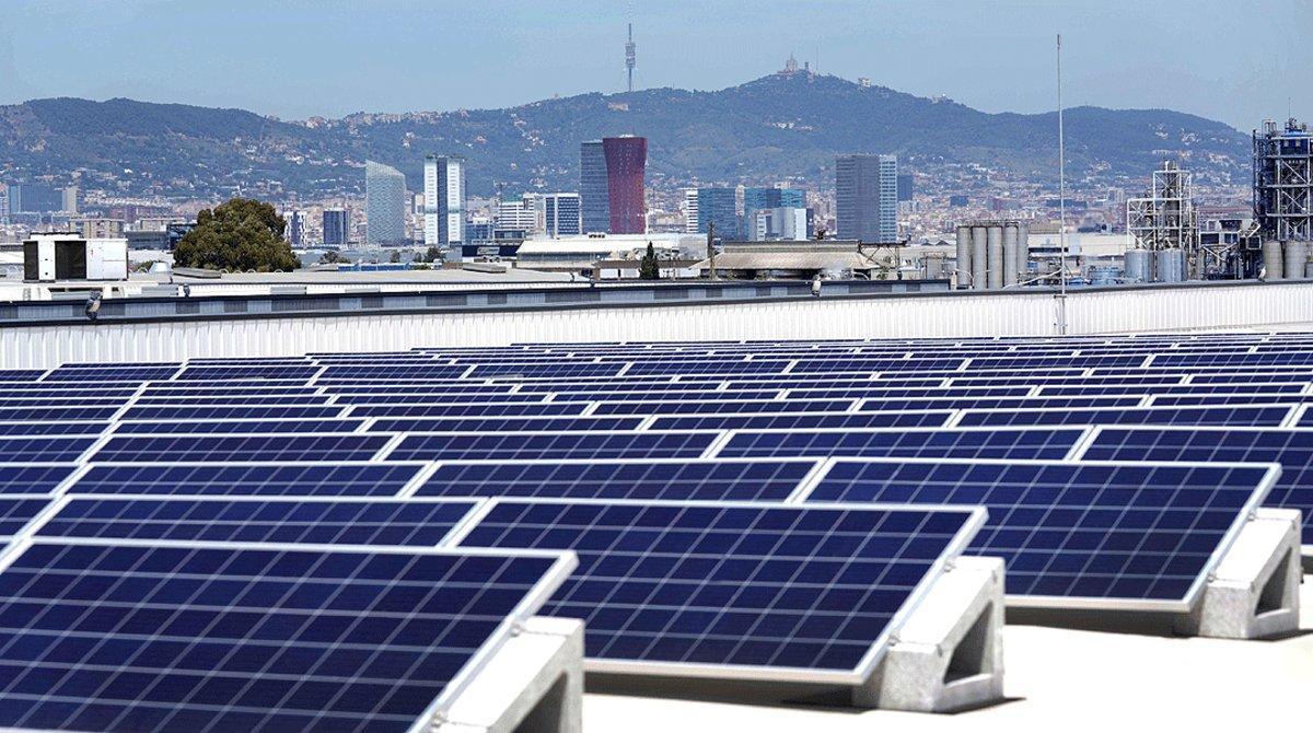 Placas solares en una empresa de Barcelona.