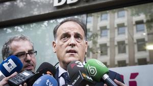 Tebas habla con la prensa antes de demandar a la AFE en la Audiencia Nacional.