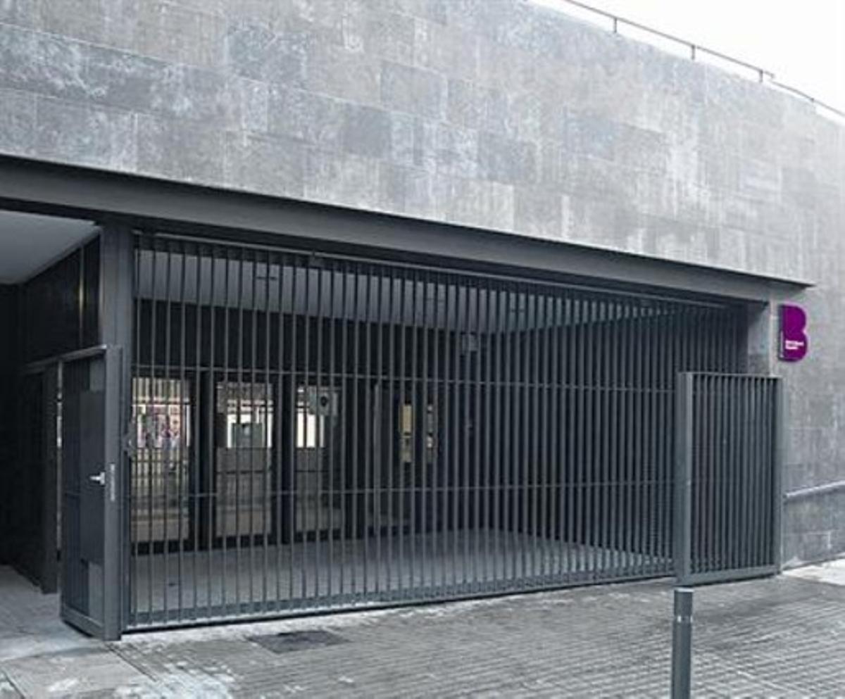 Entrada principal del pabellón Josep Comellas.