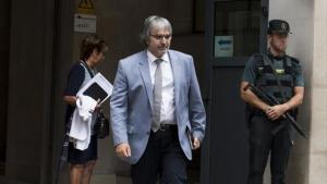 El secretario general de Presidència sale de las dependencias de la Guardia Civil de la Travessera de Gràcia tras ser interrogado por los preparativos del 1-O.