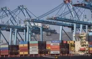 Actividad en la zona de contenedores del Puerto de Algeciras tras el fin del estado de alarma.