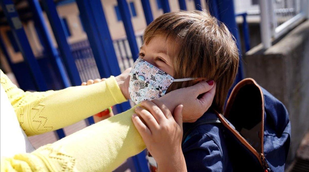 Iglesias assegura ara que sí que hi haurà permisos retribuïts per a pares amb fills que estiguin en quarantena preventiva