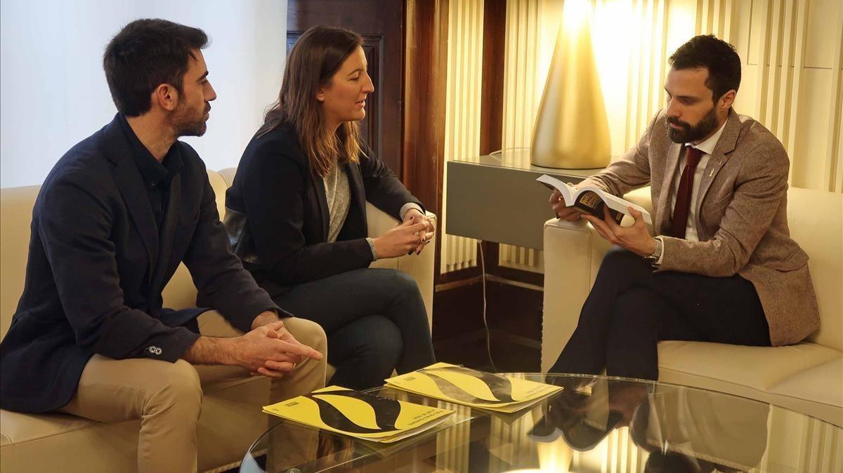 El presidente del Parlament,Roger Torrent, se ha reunido con la coordinadora de Amnistía Internacional Catalunya, Adriana Ribas.