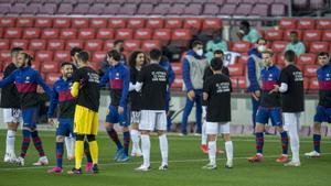 Los jugadores del Getafe, en el Camp Nou, con camisetas contrarias a la Superliga.